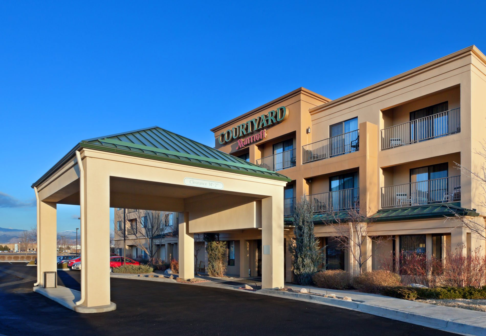 Boulder Eye Care & Surgery Center Doctors Courtyard Exterior Pic - Hotels & Lodging